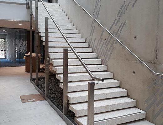 Escalier à crémaillère centrale
