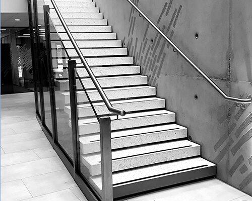 escalier courbe blanc pbm