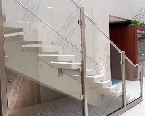 escalier blanc poli pbm